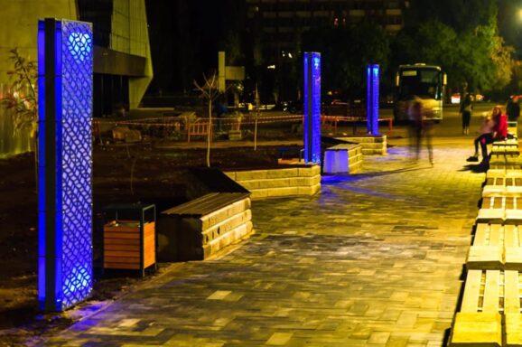 Встановили 3 декоративні світлові панелі в сквері біля СК «Надія»