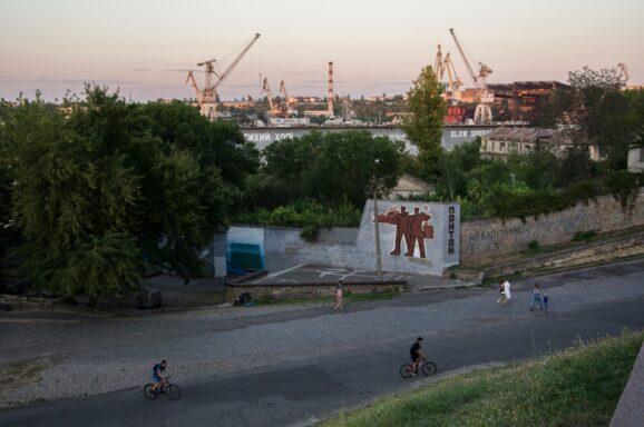 Оновлення мозаїки на стіні суднобудівного заводу
